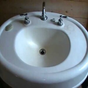An oldy,but a goody...pedestal basin..Don't make them like this anymore.
